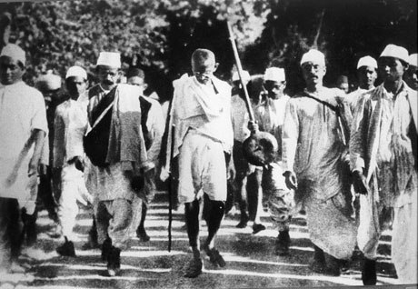 Gandhi walking Salt March 1930 /